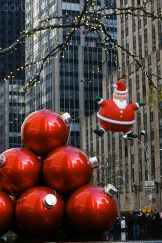 Loved going to The Macy's Parade growing up in PA - Macy's Thanksgiving Day Parade, NYC Merry Christmas Baby, Christmas In The City, New York Christmas, Christmas Scenes, Christmas Holidays, Christmas Decorations, Christmas Classics, Christmas Wedding, New York Noel