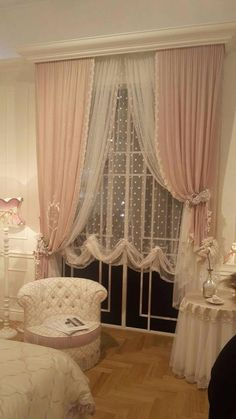 35 Amazingly Pretty Shabby Chic Bedroom Design and Decor Ideas - The Trending House Cortinas Shabby Chic, Rideaux Shabby Chic, Shabby Chic Curtains, Farmhouse Curtains, Rustic Curtains, Linen Curtains, Blackout Curtains, Neutral Curtains, Living Room Decor Curtains