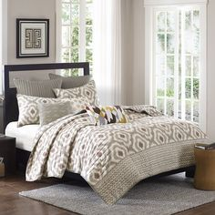 Features:  -Set includes: 1 Coverlet, 2 shams.  -Pattern: Geometric.  -Machine…