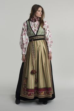 fantasistakk-1861 Square Skirt, European Costumes, Dress Design Sketches, Adventure Outfit, Medieval Clothing, Folk Costume, Character Outfits, Ethnic Fashion, Traditional Outfits