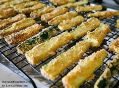 There are plenty of vegetables other than potatoes to make fries. Discover how easy it is to make your own low carb zucchini fries with this simple recipe. Low Carb Recipes, Snack Recipes, Cooking Recipes, Diabetic Recipes, Ketogenic Recipes, Low Carb Zucchini Fries, Zucchini Bites, Low Carb Ranch Dressing, Healthy Protein Snacks
