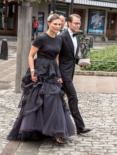 Queens & Princesses - Queen Silvia, Crown Princess Victoria, Prince Daniel, Princess Madeleine and Chris O'Neill attended a gala in honor of the anniversary of the World Childhood Foundation in Stockholm. Victoria Prince, Princess Victoria Of Sweden, Princess Estelle, Crown Princess Victoria, Crown Princess Mary, Prince And Princess, Princess Dress Up, Queen Dress, Casa Real