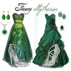 For Meg- Fancy Slytherin Harry Potter Dress, Harry Potter Cosplay, Theme Harry Potter, Harry Potter Style, Harry Potter Outfits, Harry Potter Hogwarts, Slytherin Clothes, Hogwarts Outfit, Slytherin Pride