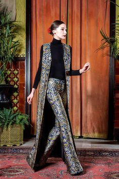 Three Biggest Trends from New York Fashion Week - Breakfast with Audrey Alice + Olivia Fall 2015 Ready-to-Wear - Collection - Gallery - Alice + Olivia Fall 2015 Ready-to-Wear - Collection - Gallery - Moda Fashion, Hijab Fashion, Fashion Show, Fashion Dresses, Fashion Design, Trendy Fashion, Fashion Gallery, Fall Fashion, Pakistani Dresses