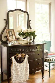 ❥ this dresser/bureau!!! Janee' staging this black dresser with the silver and white flowers helps sell also. It tells a story, helps make up there minds.. eheheh