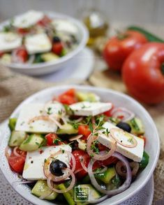 Horiatiki - oryginalna sałatka grecka karo in the kitchen Salad Recipes For Parties, Appetizer Recipes, Italian Snacks, Asian Recipes, Healthy Recipes, Cheap Easy Meals, Dinner Dishes, Mediterranean Recipes, Food Photo