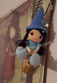 Amigurumi Bruja de la Suerte - Patrón Gratis en Español Amigurumi Doll, Amigurumi Patterns, Doll Patterns, Knitted Dolls, Crochet Dolls, Crochet Doll Pattern, Crochet Patterns, Amigurumi For Beginners, Crochet Keychain