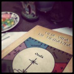 Aprender sempre. Livro:Uma vida na umbanda  #umbanda #umbandista #Sarava #fé #religiao #Oxum #orixa #oxala #nana #iemanja #ogum #obaluae #oxossi #xango by umbandaminhafe