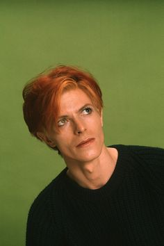 Headshot portrait of English musician and actor David Bowie as he poses against a green background Los Angeles California 1974 Pretty People, Beautiful People, The Thin White Duke, Ziggy Stardust, James Dean, Lorde, Music Icon, David Jones, Overwatch