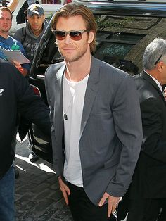 Chris Hemsworth most definitely turned heads in this sleek look! Love his crisp white tee and slick jacket with metallic gray wayfarers!