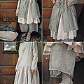 MLLE ROSALIA : Robe rose Les Ours, pantalon rayé Les Ours, veste rayée Les Ours, écharpe en laine Les Ours, chaussures TRIPPEN - Atelier des Ours.