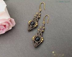 Macrame Earrings with Gemstone, Unique Dangle Earrings, Crystal Earrings, NostalgieArt auf Etsy. Gemstone Earrings, Crystal Earrings, Dangle Earrings, Unique Gifts, Best Gifts, Macrame Jewelry, Dangles, Metallic, Women's Fashion