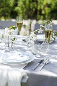 table avec déco simple et élégante