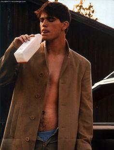 I've always loved this picture of Josh Hartnett. So hot. ;)