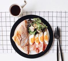 toasts, œufs et jambon