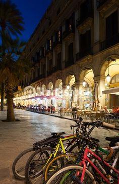 Foto de stock : Vista nocturna de Placa Reial en Barcelona