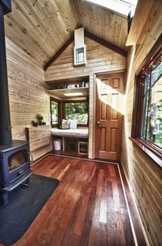 Downsizing into a Tiny House.I want to live in a tiny house Tyni House, Tiny House Living, Open House, House Floor, Tiny House Movement, Tiny House Plans, Tiny House On Wheels, Ideas Cabaña, Micro House