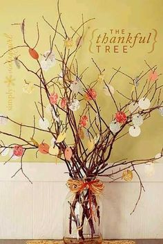 Thankful Tree Thanksgiving Craft | 17 DIY Thanksgiving Crafts for Adults, see more at http://diyready.com/amazingly-falltastic-thanksgiving-crafts-for-adults
