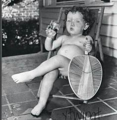 When the July sun got too hot for 18 month old Judy Ham, she retreated to the shade of the porch, stripped her clothing, grabbed a fan, and defied the heat with a cool drink. How cute is this! Old Pictures, Old Photos, Vintage Photographs, Vintage Photos, Cute Kids, Cute Babies, Funny Sun, Photo Vintage, Beautiful Children
