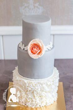 Wedding cake - grey, apricot peony, white ruffles, Vintage Cupcakes, Cupcake Cookies, Mademoiselle Cupcake, Peonies, Cake Recipes, Cake Decorating, Wedding Cakes, Grooms, Ruffles