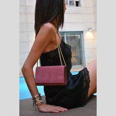 Elegance is an attitude ✨ . #suedebag #eveningbag #chainbag #leatherbag #styleversabag #styleversa