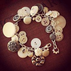 Buttercream Garden Vintage Button Charm por thelibraryfaerie