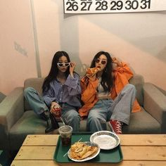 Dope converse pizza outfit bestie all in one Hipster Grunge, Grunge Girl, 90s Grunge, Grunge Style, Soft Grunge, Bff Pictures, Best Friend Pictures, Grunge Outfits, Ullzang Girls