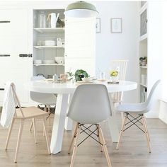 35 all-white room ideas. Discover photos of living rooms, bedrooms, kitchens, and bathrooms decorated in all white decor. Find monochrome white rooms that will inspire your own decor. All White Room, White Rooms, Table Design, Dining Room Design, Dinner Room, Dining Room Inspiration, Inspiration Design, Design Ideas, Scandinavian Interior