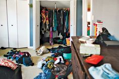 Domestic Purging With Japanese Tidying Guru Marie Kondo Declutter Your Home, Organize Your Life, Small Closet Organization, Organizing, Clutter Control, Marie Kondo, Tidy Up, Minimalist Home, Getting Organized
