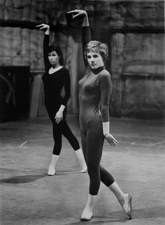 Julie Andrews and Mary Tyler Moore rehearsing for Thoroughly Modern Millie.