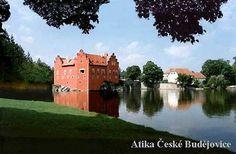 Státní zámek Červená Lhota Jednou z nejromantičtěji položených památek v Čechách je jihočeský vodní zámek Červená Lhota. Vyrůstá na skále, která se přehrazením údolí a vzedmutím vodní hladiny stala malým ostrůvkem. Zemanskou tvrz koupil roku 1530 Jan Kába z Rybňan a brzy na to ji přestavěl na renesanční zámek.