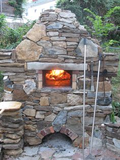 Outdoor Fireplace Patio, Outdoor Fireplaces, Pizza Oven Fireplace, Fire Pit Pizza, Barbacoa, Outside Fire Pits, Four A Pizza, Pizza Oven Outdoor, Outdoor Stone