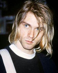 Kurt Cobain of Nirvana Nirvana Kurt Cobain, Kurt Cobain Photos, Kurt Cobain Style, Kurt Cobain Art, Dave Matthews Band, Dave Grohl, Grunge Style, Kurk Cobain, Heavy Metal
