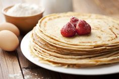 The French crepes taste hearty and seductive. Enjoy this irresistible recipe. The French crepes taste hearty and seductive. Enjoy this irresistible recipe. Crepes Minces, Best Pancake Recipe, Buckwheat Cake, French Crepes, Crepe Recipes, Brunch Recipes, Easy Recipes, Eat Smart, Healthy Snack Recipes