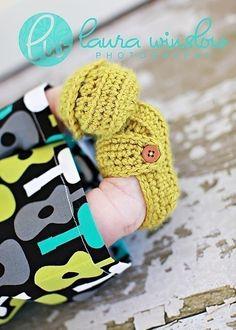 Crochet baby shoes Free Pattern ✿⊱╮Teresa Restegui http://www.pinterest.com/teretegui/✿⊱╮