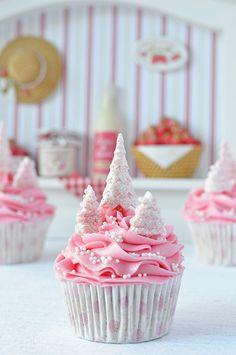 Pink Christmas cupcakes. Image Via: Chickabug