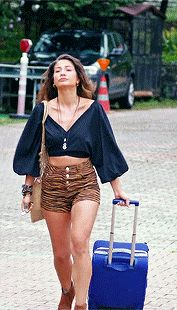 Sanem Aydın Outfits Boho Outfits, Summer Outfits, Fashion Outfits, Fashion Tv, Boho Fashion, Vogue Men, Turkish Fashion, Black And White Tops, Early Bird