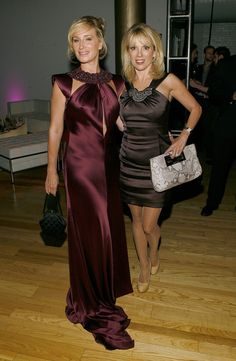 Ramona Singer Sonja Morgan Photos - TV personalities Sonja Morgan and Ramona Singer attend the 2011 GLAAD Amplifier Awards at the Altman Building on October 2011 in New York City. Housewives Of New York, Real Housewives, Ramona Singer, Prom Dresses, Formal Dresses, Photo L, Front Row, Awards, Celebs