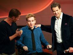 Samuel Koch mit Markus Lanz (r.) und Til Schweiger. - dpa