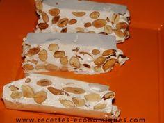 Recette Thermomix Nougat maison  Blog recettes économiques  1 blanc d'œuf 400 g miel liquide (j'ai pris du lavande) 200 g d'amandes entières feuille de papier azyme