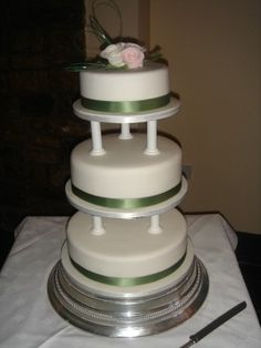 how to use cake pillars for wedding cakes 1000 images about wedding cake with pillars on 16190