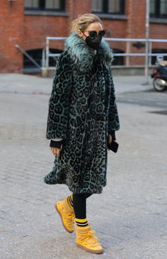 Olivia Palermo Outfit, Fashion Inspiration, Naked, Fur Coat, Runway, Winter Jackets, Nyc, Twitter, Clothing