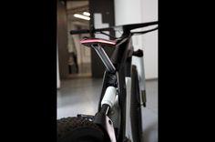 2500ccエンジン級の大トルクでウィリー可能! Audiが放つ超ド級電動自転車「Audi e-bike Worthersee」 ( page 2 ) « ニュース « 自動車 « ファッション、時計、高級車、男のための最新情報|GQ JAPAN