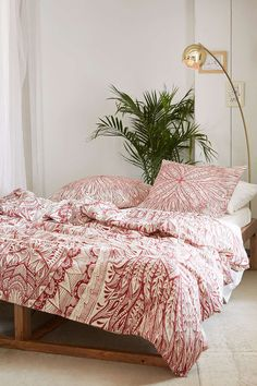 Plum & Bow Medallion Duvet Cover - Urban Outfitters