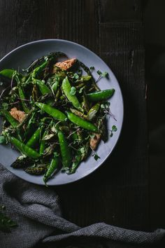 Spring Salad + Chicken Sliders with a Caramelized Green Onion Spread and Fresh Sheep's Cheese by Eva Kosmas Flores Snap Pea Salad, Salad Recipes, Healthy Recipes, Chicken Sliders, Spring Salad, Spring Recipes, Side Recipes, Soup And Salad, Soul Food