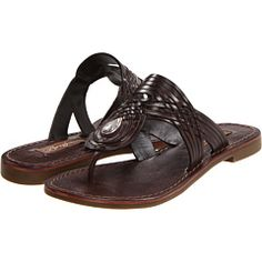 I Love this sandals and want the ones in honey color too haha