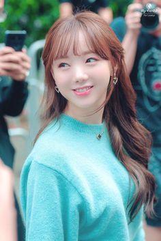 뮤뱅 출근 케이 Kpop Girl Groups, Korean Girl Groups, Kpop Girls, Hip Hop Fashion, Girl Fashion, Sweet Girls, Cute Girls, Asian Woman, Asian Girl