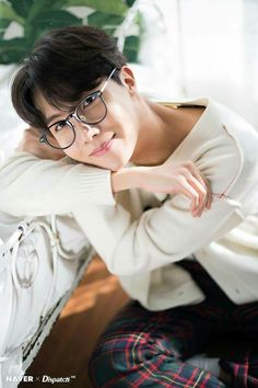 The warm and dreamy J-Hope (BTS) BTS collaborated with Dispatch to produce sweet photos as a special Christmas present for fans. Who: J-Hope (BTS) Jung Hoseok, Kim Namjoon, Seokjin, Gwangju, Jimin, Bts Bangtan Boy, Bts 2018, Bts J Hope, Hip Hop