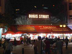 Bugis Street - Tempat perbelanjaan jalanan terbesar di Singapura dengan harga semurah Mangga Dua. :D www.mint.web.id/2013/03/tempat-wisata-di-singapore.html