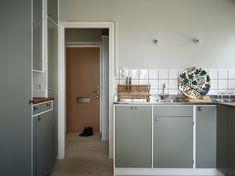 Dream House Interior, Home Interior, Interior Architecture, Interior Design, Kitchen Dining, Kitchen Cabinets, Kitchen Appliances, Kitchen Staging, New Condo